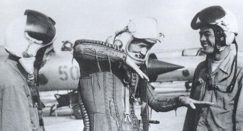 Phan Tuam explica como derribo el B-52 con los cañones de su MIG-21UM